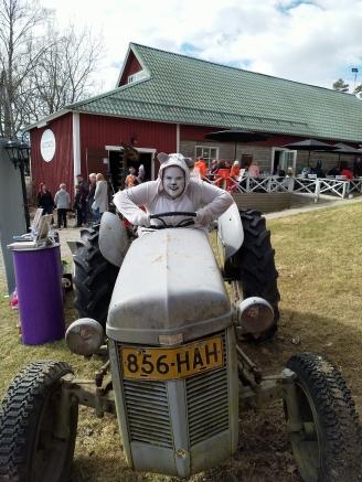 hugo_traktorinratissa